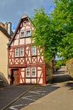 Vale Alemanha de Moselle: A vista à metade histórica suportou a casa na cidade velha de Traben-Trarbach fotografia de stock royalty free