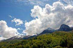 Vale ao sul das montanhas de Cáucaso Imagens de Stock Royalty Free