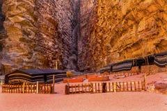 Vale beduíno de Barrah Siq do acampamento da lua Wadi Rum Jordan Imagens de Stock