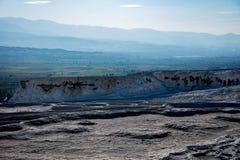 Vale branco brilhante das pedras em Pamukkale, Turquia Foto de Stock Royalty Free