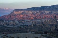 Vale cor-de-rosa nas montanhas de Cappadocia, Turquia Imagem de Stock