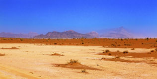Vale da areia do amarelo alaranjado da lua Wadi Rum Jordan Imagens de Stock