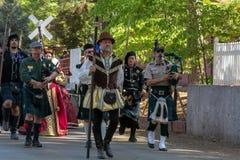 Vale da grama, Califórnia, EUA - 30 de outubro de 2018: Parada da abertura, festival do céltico de KVMR, Nevada County Fairground imagens de stock royalty free
