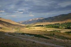 Vale da montanha de Issyk-Ata, Quirguizistão Fotos de Stock Royalty Free