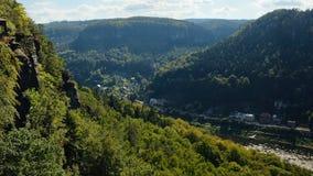 Vale de Elbe na área de turista checa de Labske Piskovce vista da perspectiva de Belveder na tarde o 8 de setembro de 2018 Imagem de Stock Royalty Free