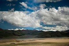 Vale de Himalayas Tibet do Rio Brahmaputra Fotos de Stock