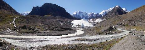 Vale de Masej - montanhas Rússia do altai Fotos de Stock Royalty Free