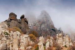 Vale de Misty Ghost em montanhas de Crimeia Imagens de Stock Royalty Free