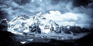 Vale de Monte Everest e de Khumbu nos Himalayas Foto de Stock