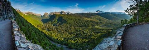 Vale de negligência do panorama abaixo de Logan Pass foto de stock