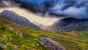 Vale de Ogwen - caminhando Imagem de Stock Royalty Free