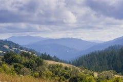 Vale de Stevens Creek; Montanhas de Santa Cruz no fundo, área de San Francisco Bay, Califórnia fotografia de stock royalty free