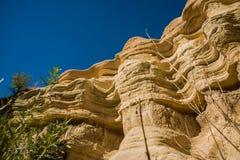 Vale de Zemi, Goreme, Cappadocia, Anatolia, Turquia: Rocha original e incrível no céu azul no tempo ensolarado do verão imagens de stock royalty free