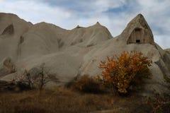 Vale do amor na vila de Goreme, Turquia Paisagem rural de Cappadocia imagens de stock royalty free