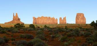Vale do monumento no por do sol, na beira de Utá e de Arizona, EUA Imagens de Stock