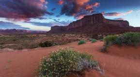 Vale do monumento, o Arizona, cenário Imagens de Stock Royalty Free