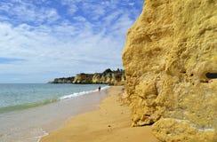 Vale Do Olival Beach spectaculaire klippen Stock Afbeeldingen