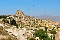 Vale do pombo e castelo de Uchisar em Cappadocia Turquia fotografia de stock royalty free