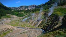 Vale dos geysers Estação de turista na península de Kamchatka Reserva natural de Kronotsky O vídeo da metragem do estoque do verã filme