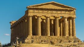 Vale dos templos, um templo do grego clássico de Concordia, Agrigento, Sicília vídeos de arquivo