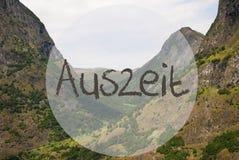 Vale e montanha, Noruega, tempo ocioso da máquina de meios de Auszeit Imagens de Stock
