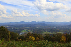 Vale e montanhas Fotos de Stock