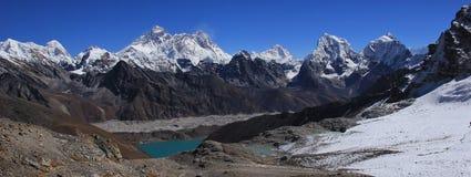 Vale e Monte Everest de Gokyo imagens de stock