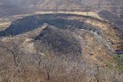 Vale em ferradura que contem cavernas de Ajanta Imagens de Stock