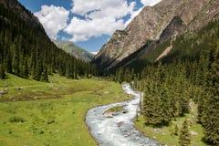 Vale em Quirguizistão, montanhas de Karakol de Tian Shan Fotos de Stock