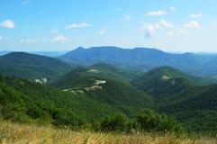 Vale montanhoso verde do russo imagem de stock