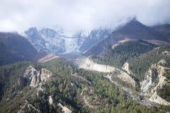 Vale nas montanhas de Himalaya, Nepal Fotos de Stock