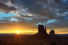 Vale no nascer do sol, o Arizona do monumento Imagens de Stock Royalty Free