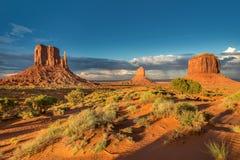 Vale no por do sol, Utá do monumento, EUA Imagem de Stock