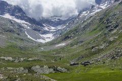 Vale perto de Lillaz com geleira Foto de Stock Royalty Free