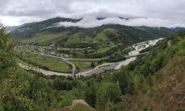 Vale povoado no Cáucaso norte em Rússia fotografia de stock