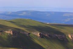 Vale povoado no Cáucaso norte em Rússia foto de stock royalty free