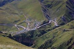 Vale povoado no Cáucaso norte em Rússia foto de stock