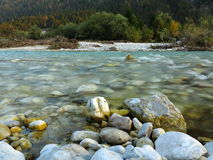 Vale selvagem de Isar da paisagem do rio Fotos de Stock Royalty Free