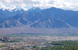 Vale verde e montanha bonita em Leh, HDR Imagem de Stock Royalty Free