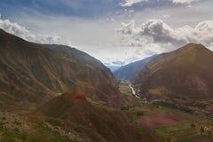 Vale verde em Peru Andes fotos de stock