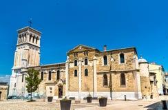 Valence Cathedral, ett romerskt - katolsk kyrka i Frankrike royaltyfri foto