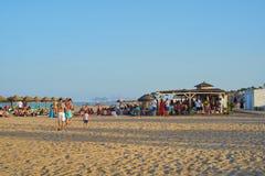 Valence, Espagne, 06/30/2019 Barre Patacona De Alboraya de plage en été avec des personnes appréciant le soleil et l'eau Valence, photo libre de droits