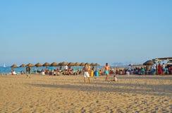Valence, Espagne, 06/30/2019 Barre Patacona De Alboraya de plage en été avec des personnes appréciant le soleil et l'eau Valence, photographie stock