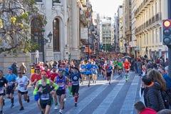 VALENCE, ESPAGNE - 2 DÉCEMBRE : Les coureurs concurrencent dans le XXXVIII Valencia Marathon le 18 décembre 2018 à Valence, Espag photos libres de droits