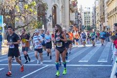 VALENCE, ESPAGNE - 2 DÉCEMBRE : Les coureurs concurrencent dans le XXXVIII Valencia Marathon le 18 décembre 2018 à Valence, Espag photographie stock