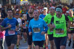 VALENCE, ESPAGNE - 2 DÉCEMBRE : Les coureurs concurrencent dans le XXXVIII Valencia Marathon le 18 décembre 2018 à Valence, Espag image stock