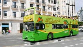 Valencia City Tour Bus en las calles de Valencia Imagen de archivo libre de regalías