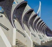 VALENCIA, ESPAÑA - 9 DE OCTUBRE DE 2016: Arcos a cielo abierto, saltados contra el cielo azul, octubre de 2016, Valencia, España Fotografía de archivo libre de regalías