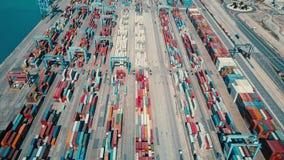 VALENCIA, ESPAÑA - 2 DE OCTUBRE DE 2018 Vista aérea de la yarda y del paisaje urbano del envase del puerto metrajes