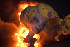 Valencia Fallas, brennende sehr große Abbildungen. Stockbild